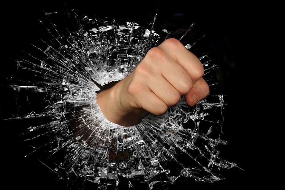 colère casser